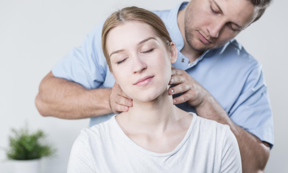 Hilf dir selbst! Wie du deinen Bandscheibenvorfall in der Halswirbelsäule selbst behandeln kannst. I #074