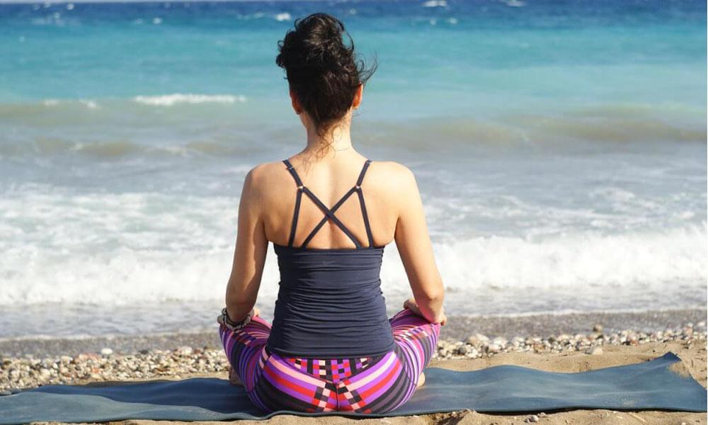 Hilf dir selbst! Wie du deinen Bandscheibenvorfall in der Halswirbelsäule selbst behandeln kannst.